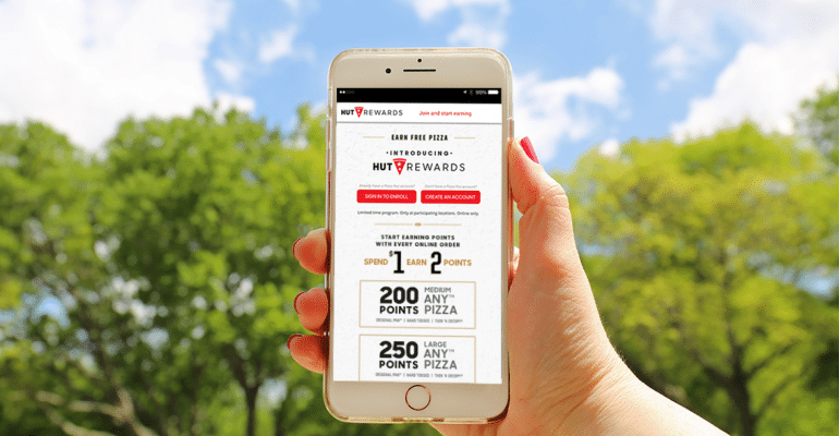 pizza hut rewards app on mobile device